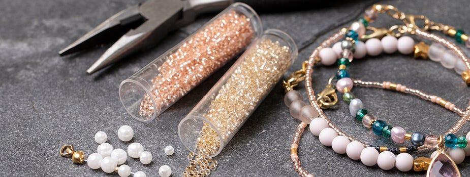 Perline ed elementi per la creazione di gioielli