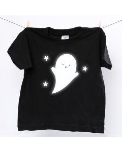 Una t-shirt con fantasma riflettente