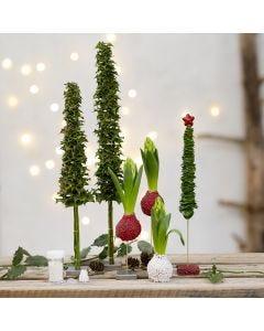 Alberi di Natale e decori natalizi di vegetazione reale decorati con mini perline di vetro