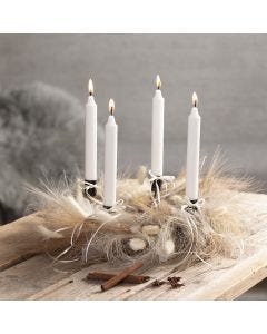 An Advent wreath with pampas grass and sisal