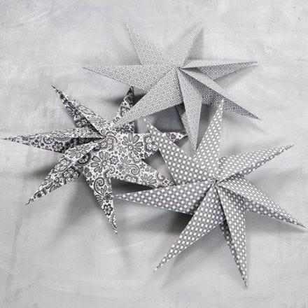 Stella a sette punte fatta con fogli di carta quadrati