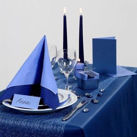 Idea per le feste con decorazioni per la tavola in blu