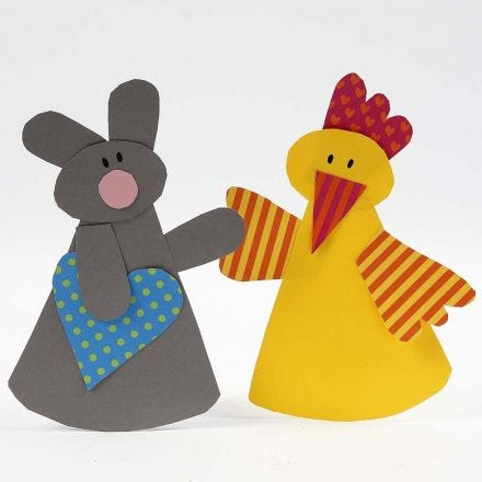 Un coniglietto pasquale e un pulcino pasquale con carta semplice e carta fantasia.