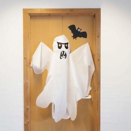 Un grande fantasma in simil stoffa