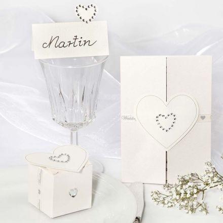 Decorazioni per un matrimonio con adesivi a forma di cuore con strass