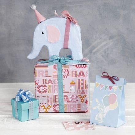 Confezione regalo per Baby Shower con decorazioni