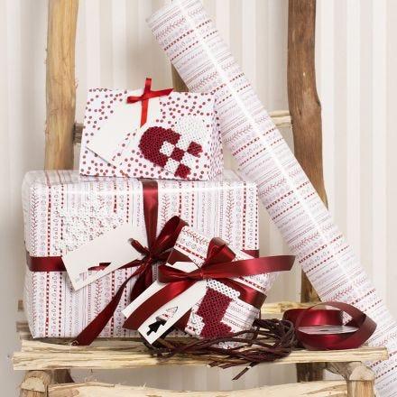 Confezioni regalo rosse e bianche decorate con fantasie natalizie di perle Nabbi