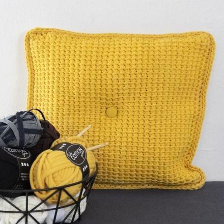 Cuscino a uncinetto tunisino con filato di tessuto