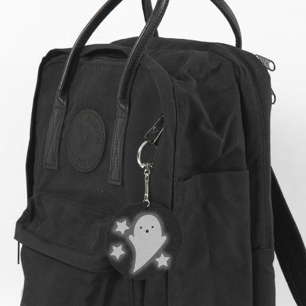 Un portachiavi fantasma come ciondolo per una borsa scolastica