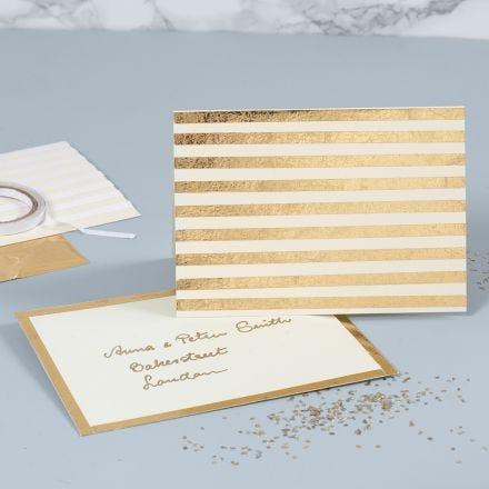 Biglietto d'auguri perlato decorato con strisce di pellicola dorata decorativa