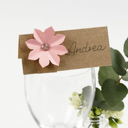 Segnaposto decorato con fiore in cartoncino effetto 3D