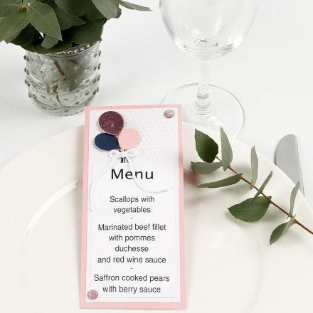 Un menu con palloncini di carta decorati con Deco Foil