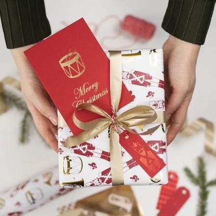 Etichette natalizie decorate con pellicola decorativa e pellicola fantasia adesiva