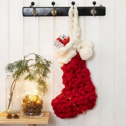 Una calza di Natale all'uncinetto per i regali del calendario dell'Avvento