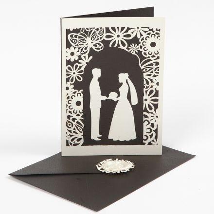 Invito a nozze con fantasia nuziale fustellata e cartoncino a merletto