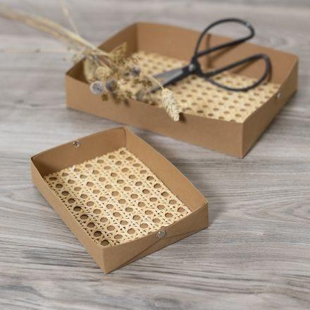 Realizza vassoi in carta finta pelle decorata con rattan