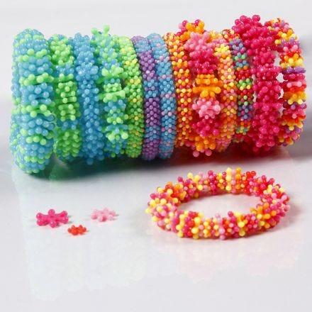Bracciali arcobaleno in perle piatte di plastica