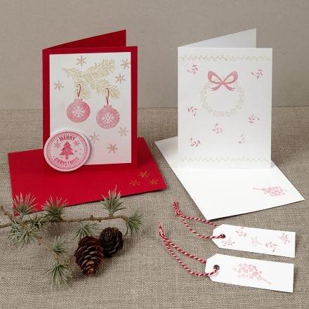 Una cartolina di Natale con disegni stampati