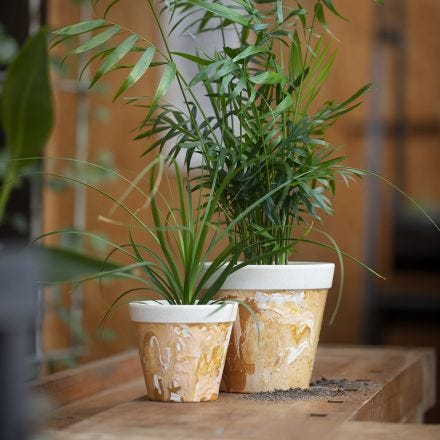 Un vaso di fiori marmorizzato in fibra di bambù
