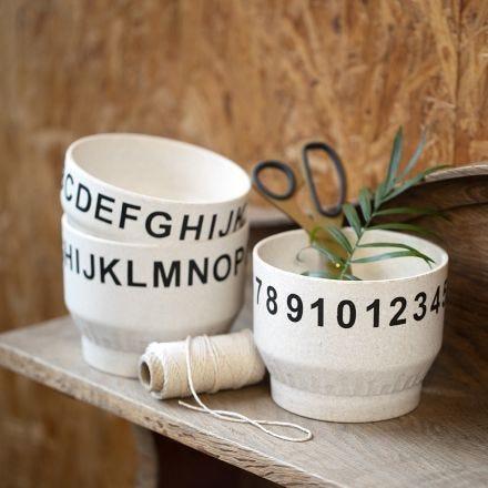Ciotole di bambù decorate con numeri e lettere