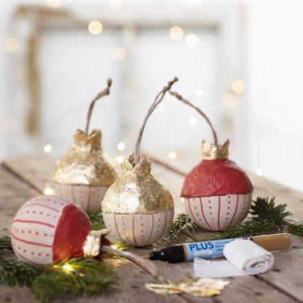 Palla dell'albero di Natale in legno, decorata con finta lamina d'oro e pittura fai da te