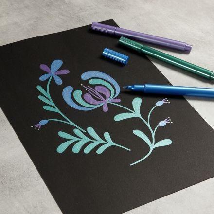 Disegna con pennarelli metallici su carta nera