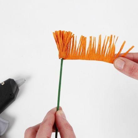 Come realizzare lo stame per i fiori di carta crespa (tecnica di frangia/avvolgimento)