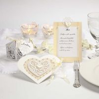 Invito per il matrimonio e decorazioni per la tavola