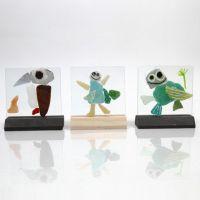 Placche di vetro con tessere per mosaico decorate con pennarelli per vetro e porcellana