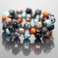 An Elastic Cord Bracelet with Fashion Mix Beads