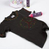 T-Shirt nera decorata con 3D Liner