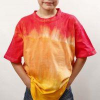 Tinta a immersione e batik su T-shirt