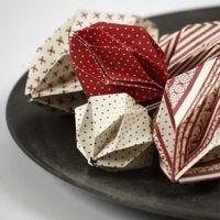 Palline di Natale origami fatte con carta decorata Copenhagen