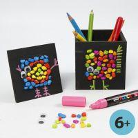 Mosaico e grafica su portapenne colorato in nero e cornice collage