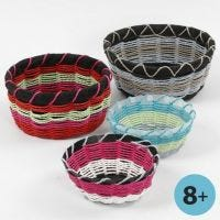 Cestino realizzato con modello per la tessitura dei cestini
