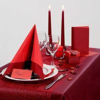 Ispirazioni per la festa con decorazioni da tavolo rosse ecc.