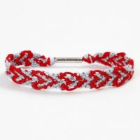 A Friendship Bracelet with a Heart Pattern from Embroidery Yarn
