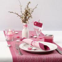 Decorazioni per la tavola rosa e rosate per una cresima femminile