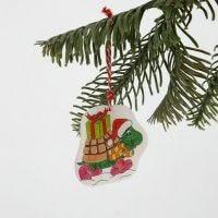 Decorazione da appendere in polyshrink con un motivo natalizio