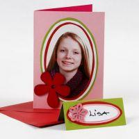 Biglietto di auguri con una foto su ovali di cartoncino colorato