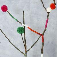 Pom-poms in diverse misure realizzati con l'apposito attrezzo