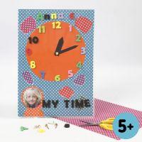 Orologio in cartoncino Colorbar con numeri ritagliati nel fommy