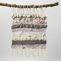 Fantasia su tessitura ottenuta con filo di cotone, lana e strisce di stoffa