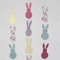 Festone verticale di Pasqua in cartoncino con conigli