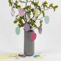 Uova decorative da appendere di cartoncino a motivi