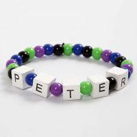 Bracciale elastico con parole composte da perle con lettere