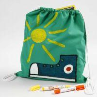 Decorazione per tessuto con i colori a cera su una sacchetta