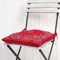 Una federa di cuscino realizzata con due bandane