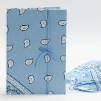 Un blocco-note con bandana sulla copertina