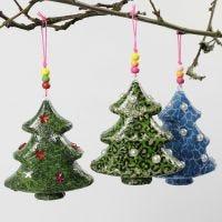 Albero di Natale con decoupage e decorazioni